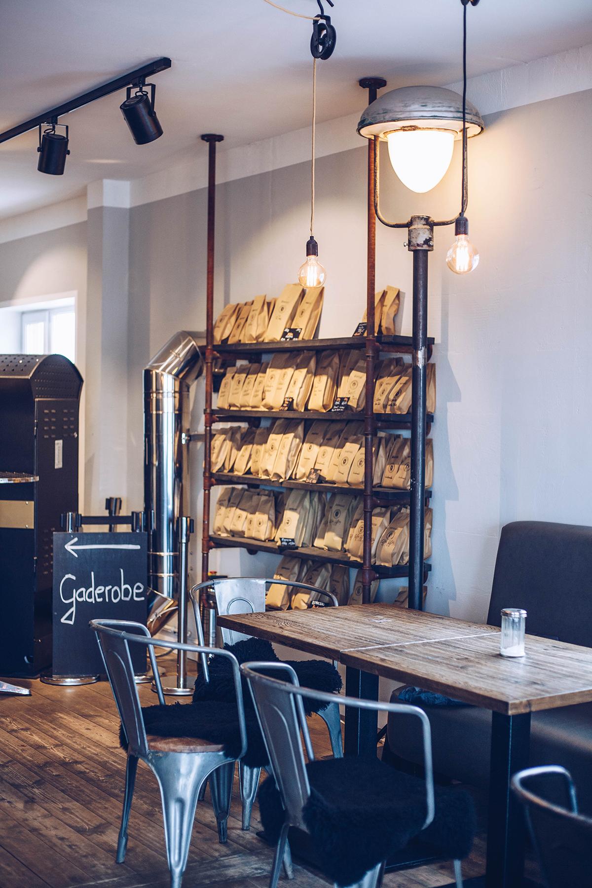 Entdecke die Kaffeerösterei Sylt in Rantum: frisch geröstete Kaffeespezialitäten und hausgemachte Kuchen