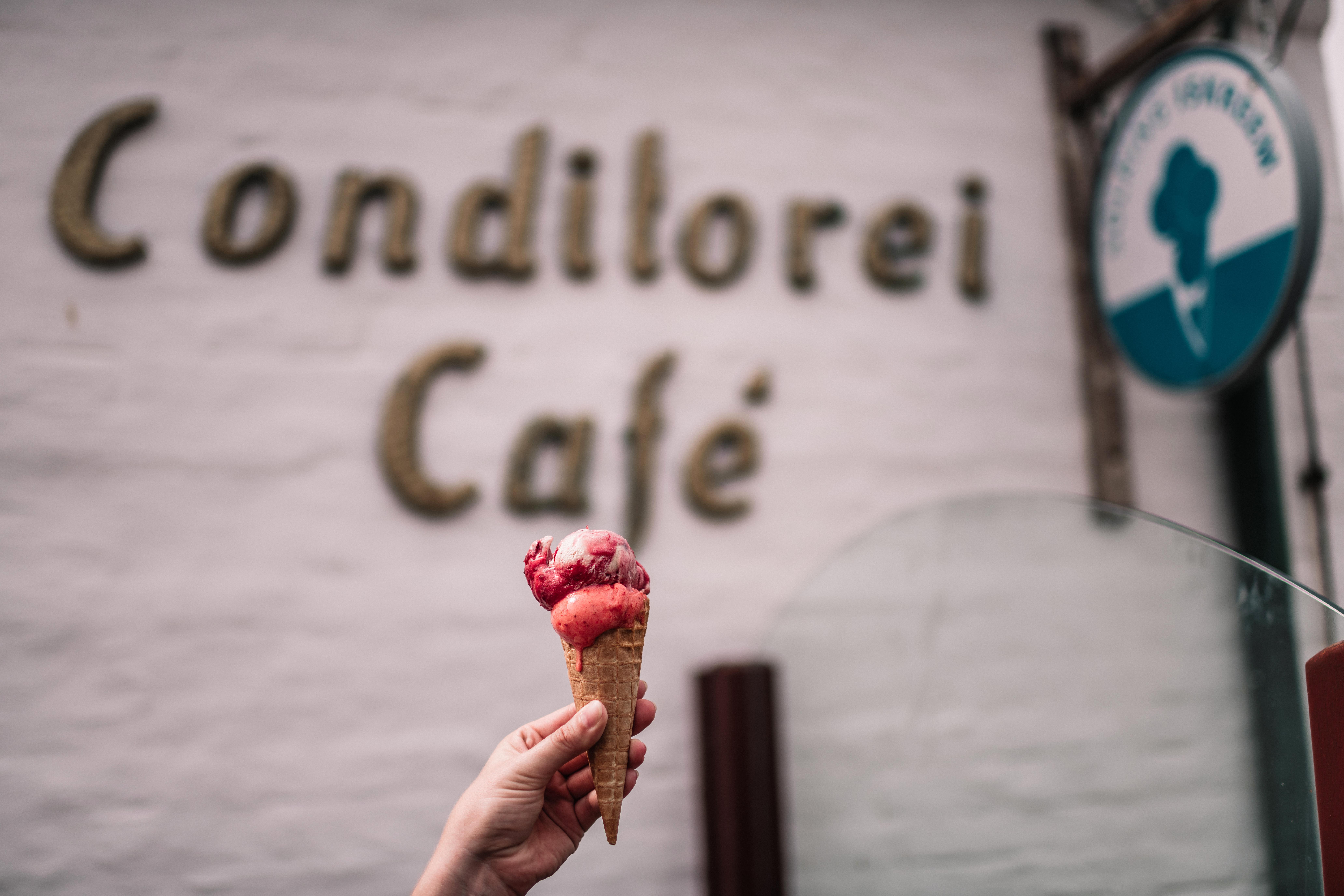 In meinem Hörnum-Mini-Guide zeige ich dir, was Sylts Inselsüden zu bieten hat. Ein Muss: Die Umrundung der Hörnum Odde, der Hafen und die Kersig-Siedlung! Eis im Café Lund