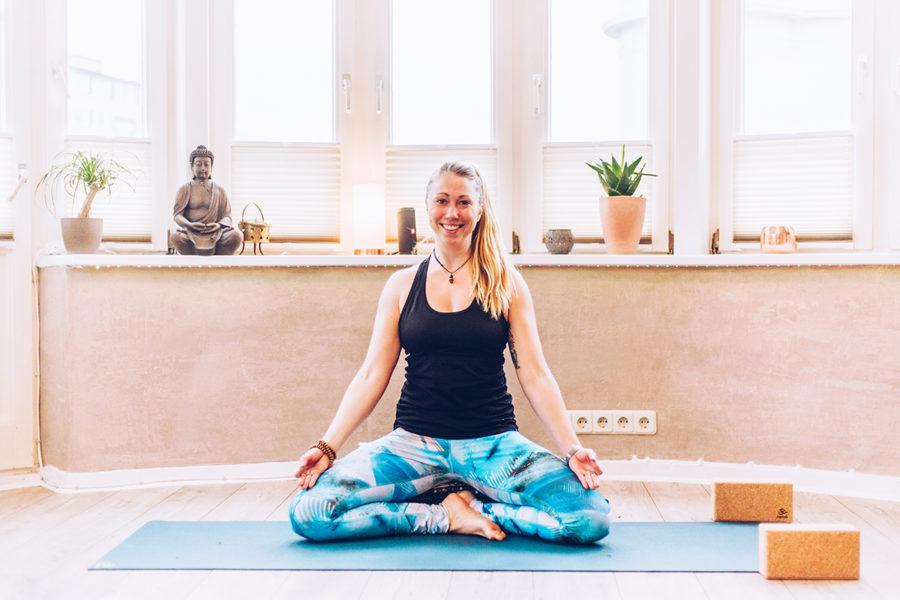 Ich habe Katja in ihrem Yogaraum Westerland auf Sylt besucht und mit ihr Yoga gemacht