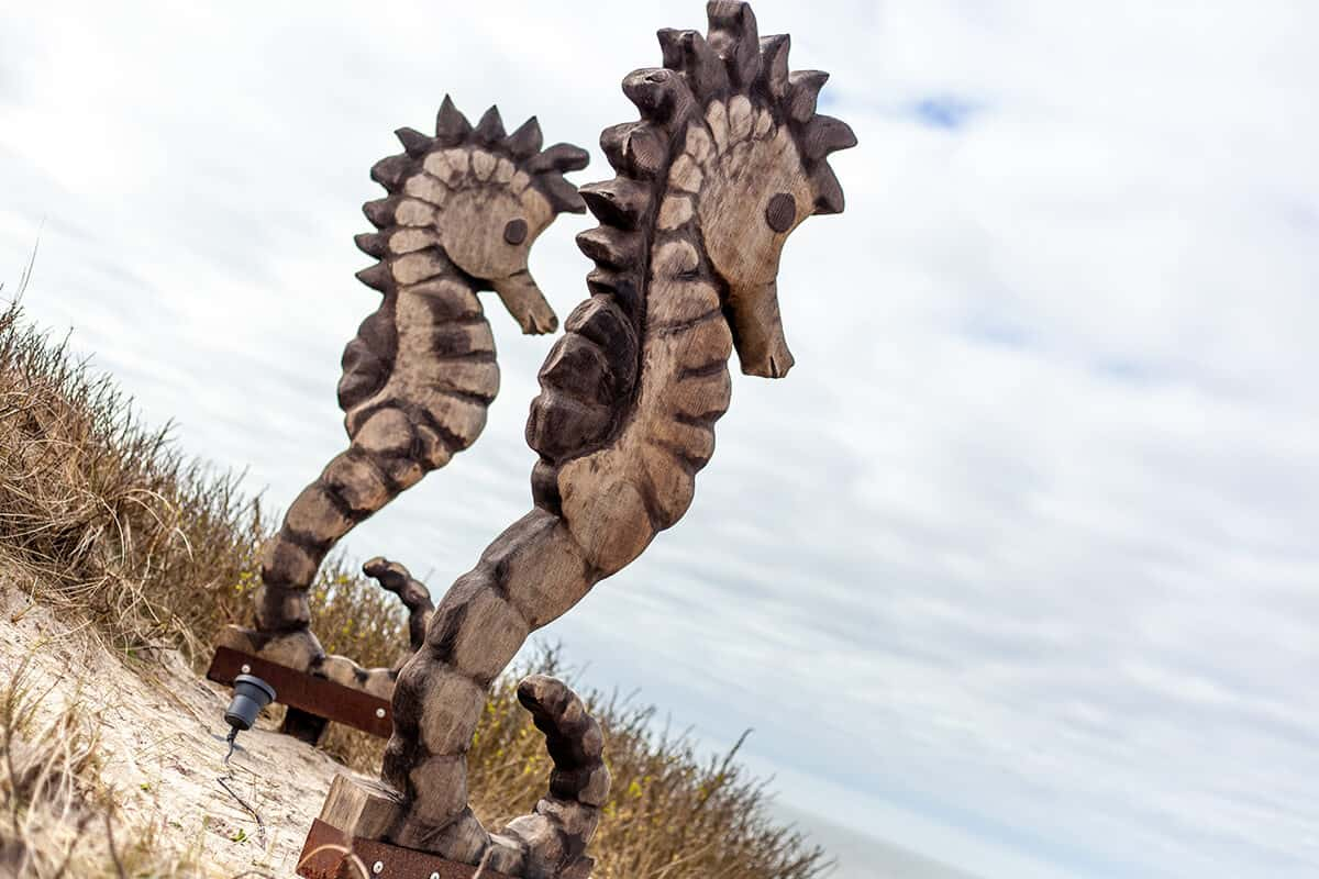 Strandrestaurant Samoa Seepferdchen Holzfiguren