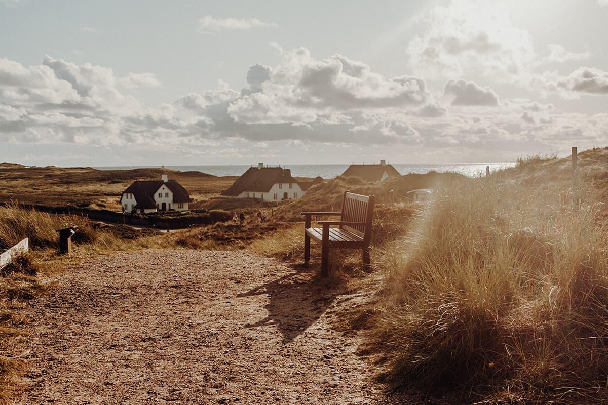 Kampen Sylt Weg zum Strand Bank Sonnenuntergang