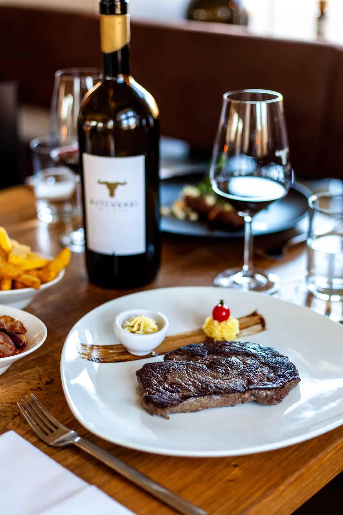 Butcherei Grill & Bar in Keitum, Steak und Rotwein