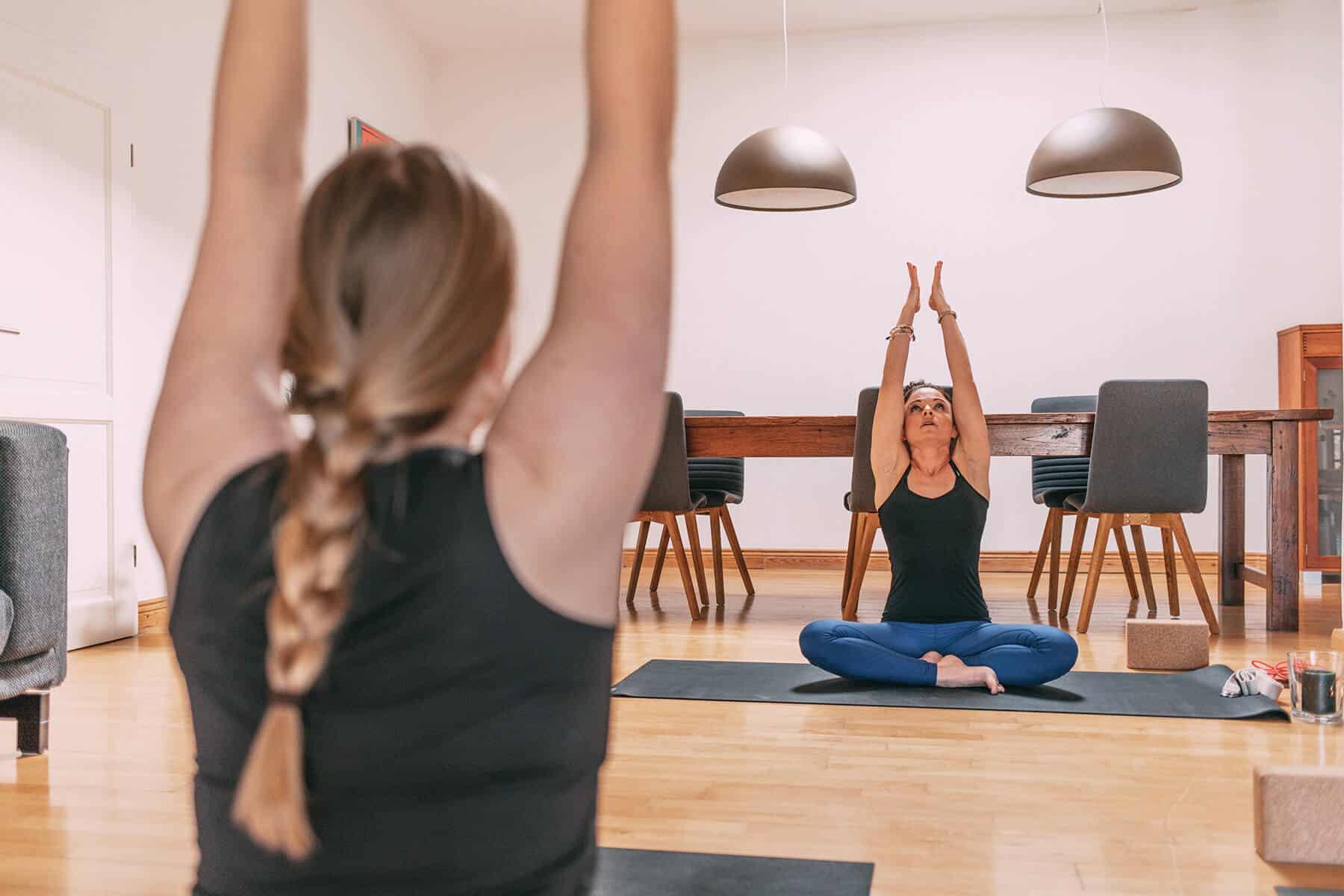 Yoga Stunde mit Happy Yoga Sylt